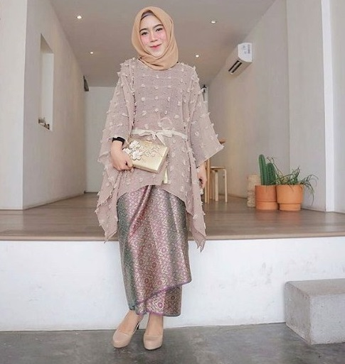 Desain Kebaya Modern Brokat Muslim