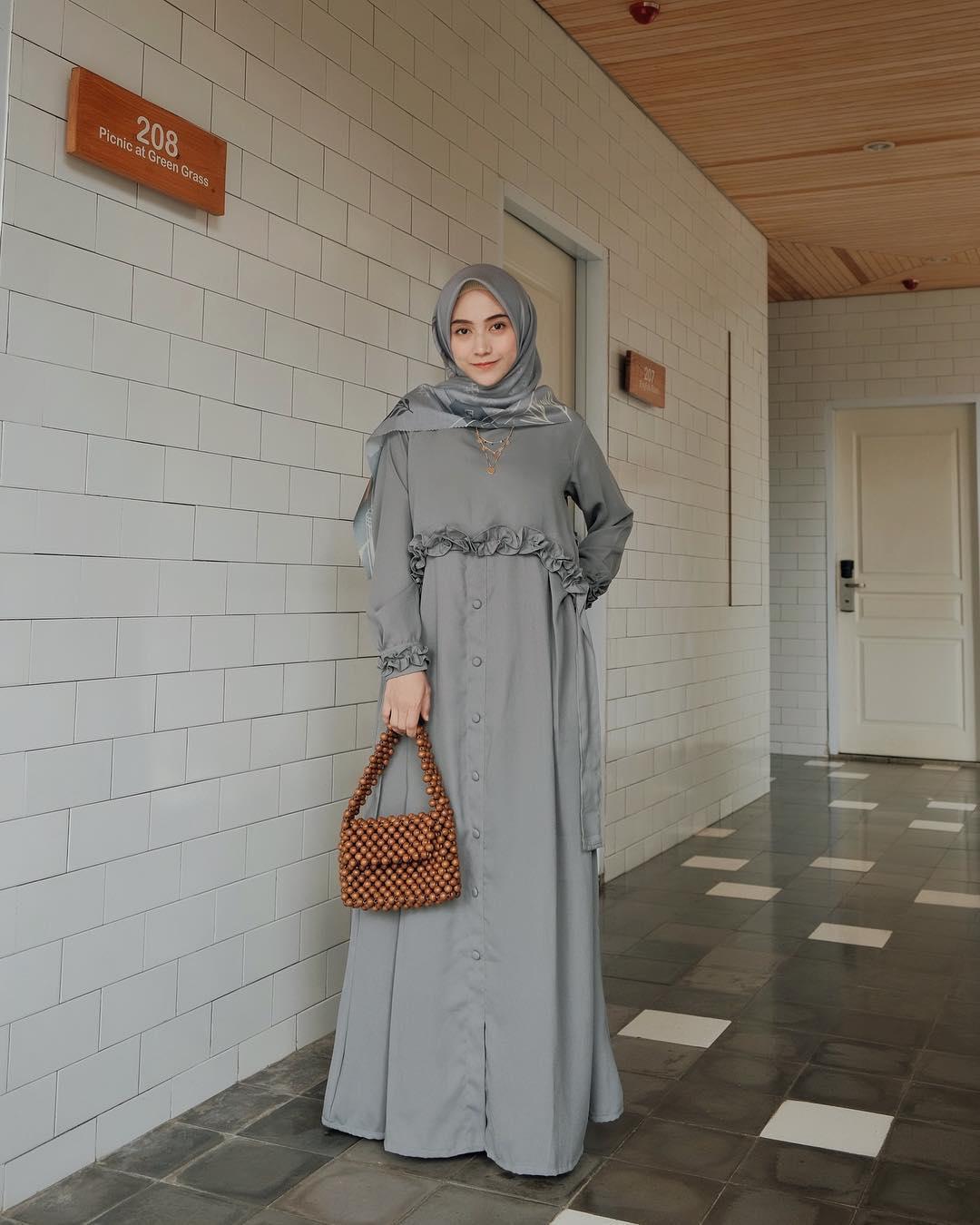 Model Baju Lebaran 2019 gamis polos
