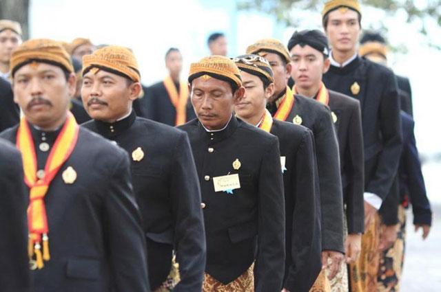 Pakaian Adat Jawa Tengah Jawi Jangkep